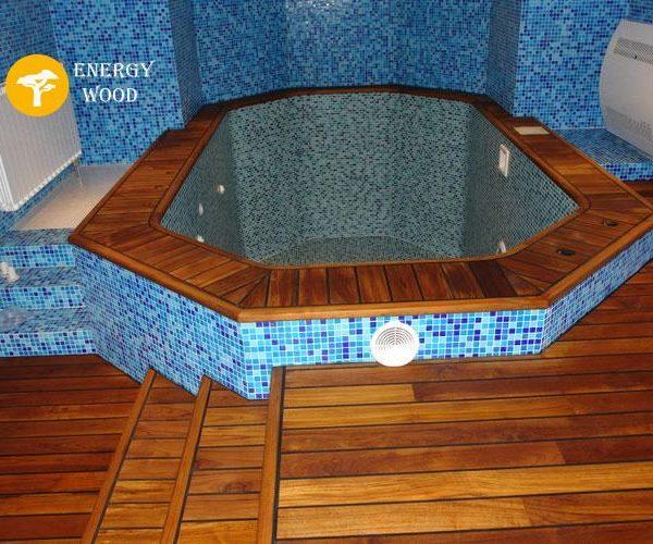 террасная доска у бассейна в сауне