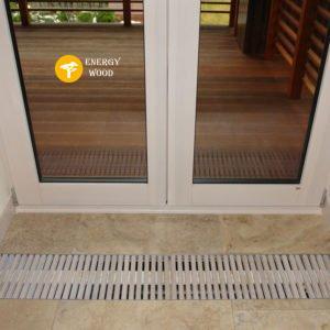 перелливная решетка у входной двери