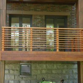 ограждение балкона из мербау