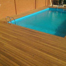 отмостка из термососны у басейна возле дома