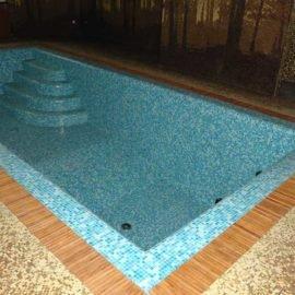 решетка у басейна в доме