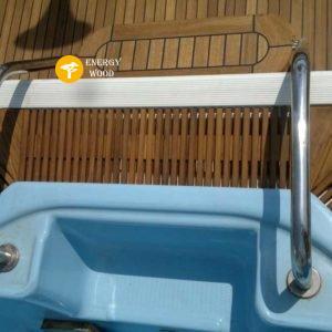 решетка у басейна на яхте